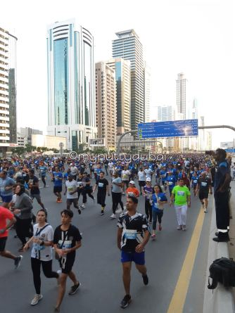 Looking back at the runners